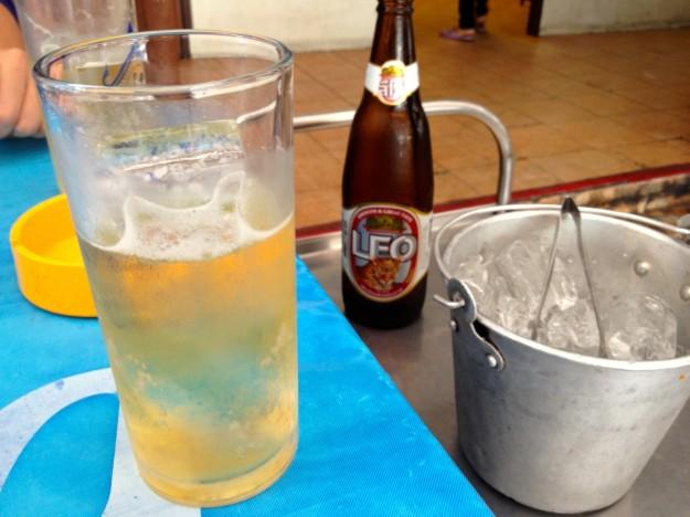 LEOというビール。飲みやすい。これを飲んでいると、舐められにくいらしい。